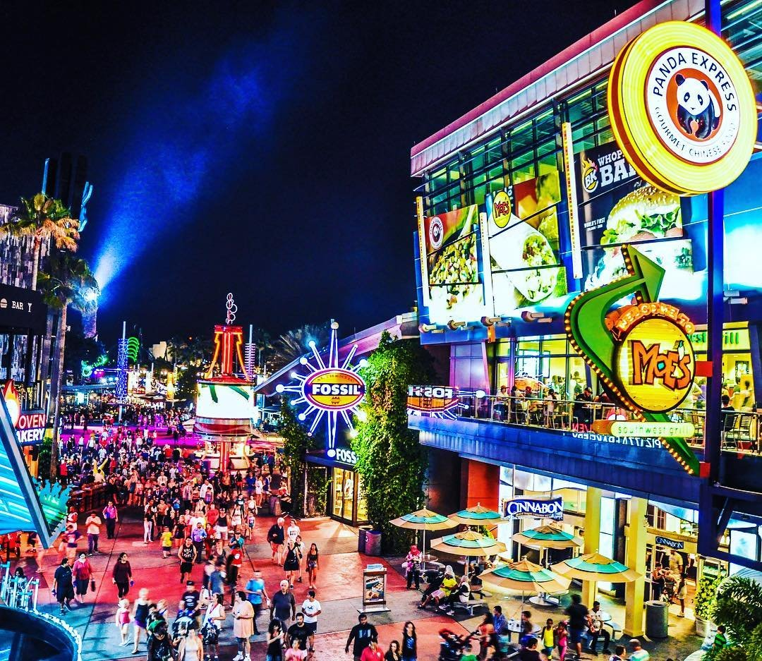 A Universal CityWalk Evening with bustling crowds