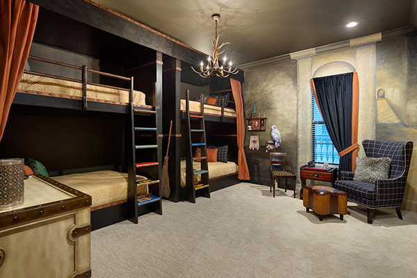 Harry Potter bedroom inspired by Hogwarts