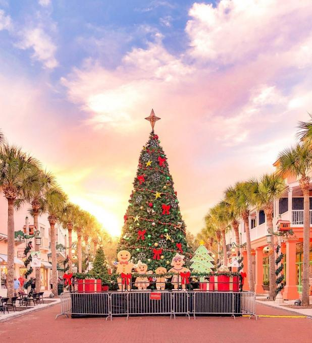 The Christmas tree in Celebration Town Center