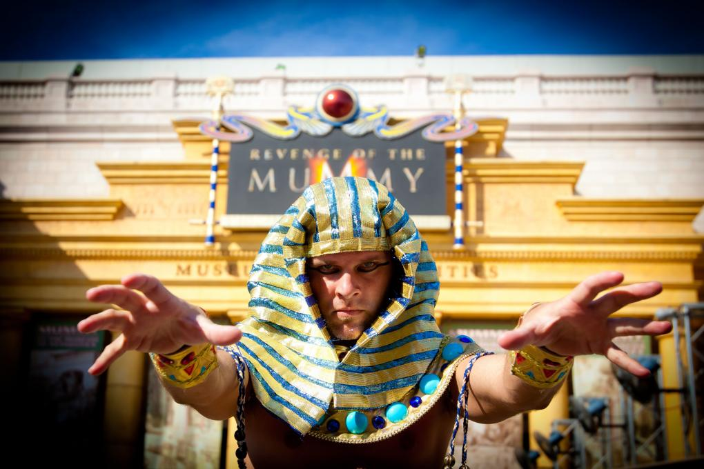 A Mummy looms over The Revenge of the Mummy ride