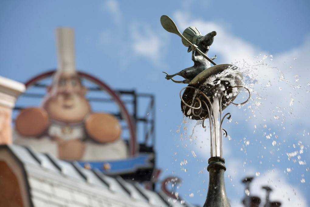 Remy fountain in EPCOT, Disney