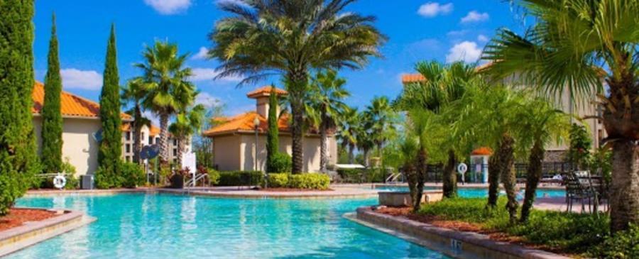 Luxurious Resort Pool