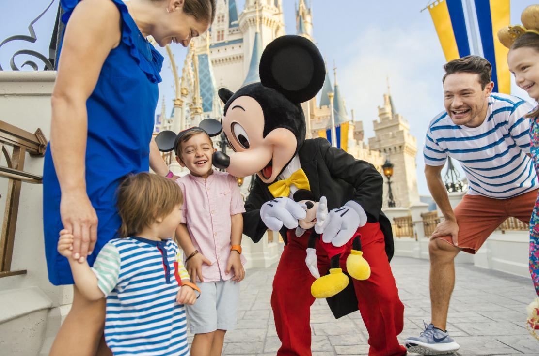 WDW_Magic Kingdom_Mickey with Family