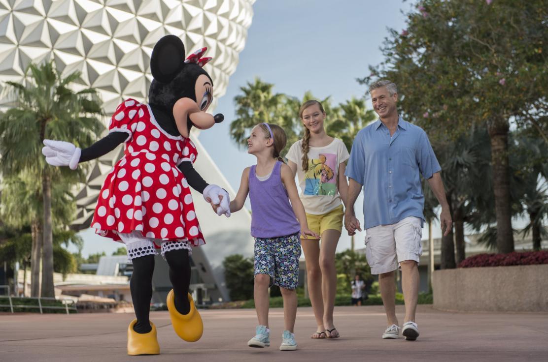 WDW_Epcot_Minnie with Family