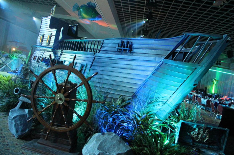 32' Sunken ship with underwater accent decor