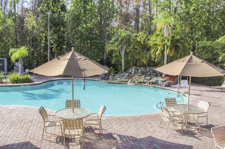 The outdoor pool at Parkway International Resort