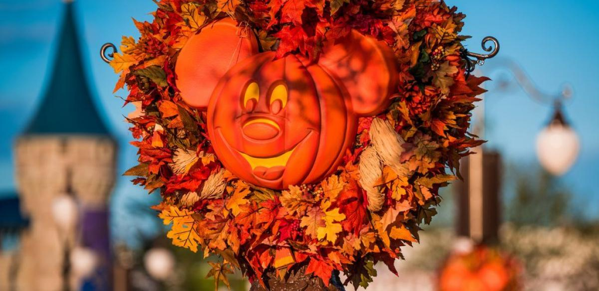 Pumpkin carving of Mikey Mouse at Magic Kingdom
