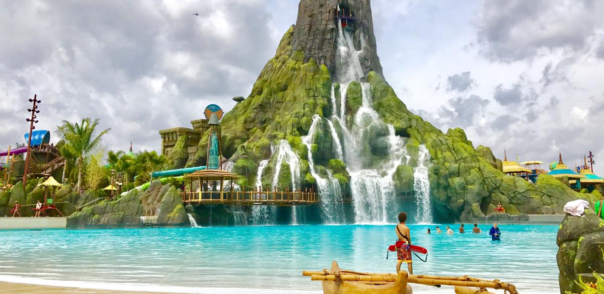 Large pool at Volcano Bay water park at Universal Orlando Resort