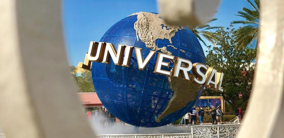 Universal globe photo from Instagram user @consultaoriaorlando